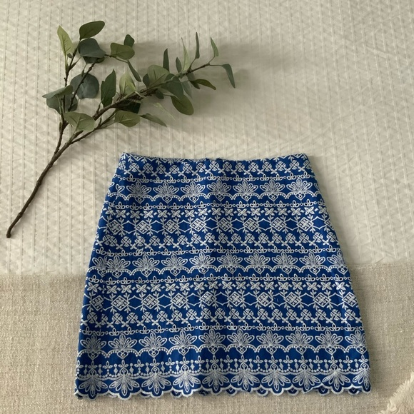 LOFT embroidered mini skirt, size 0